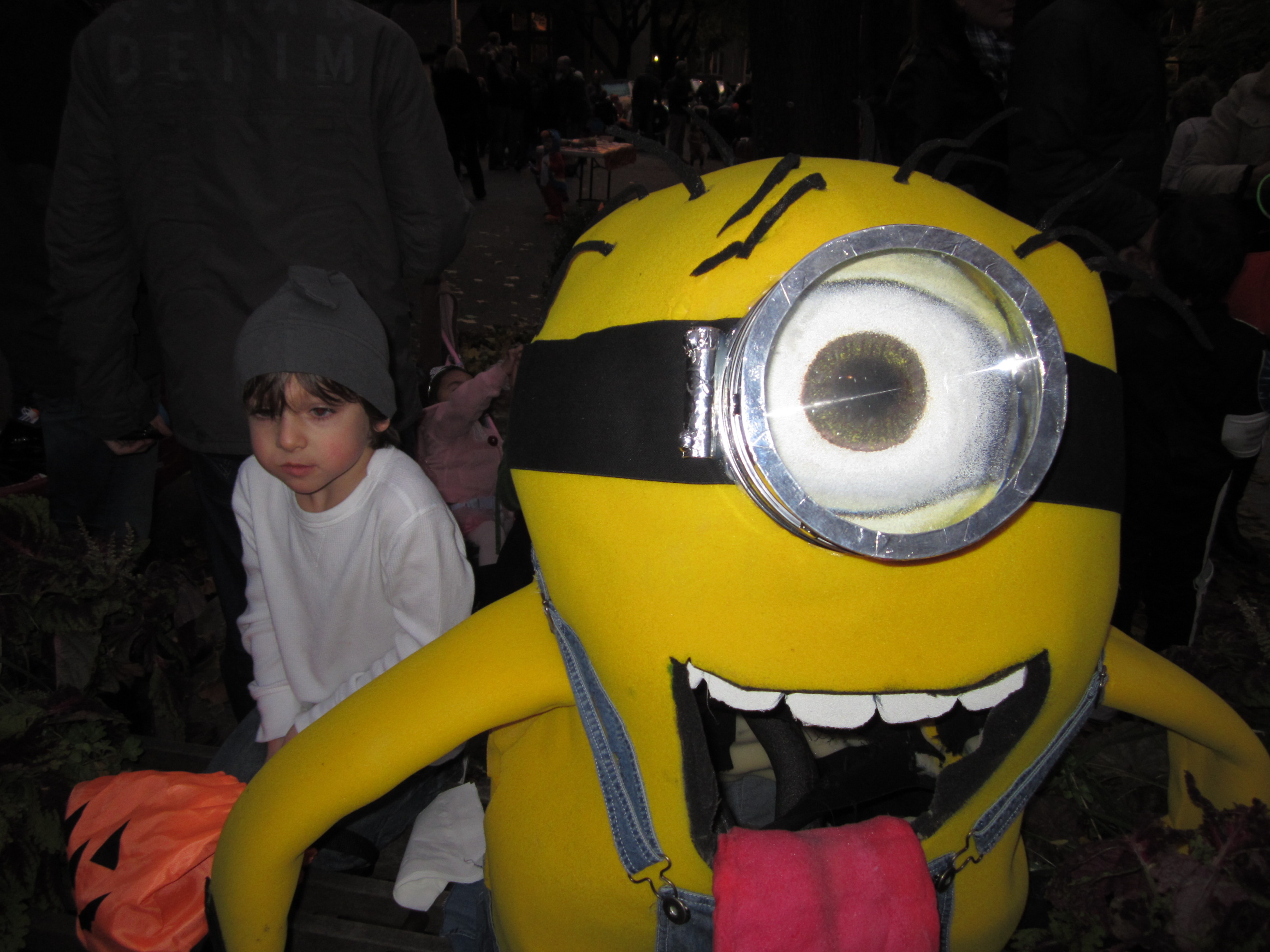 Minion Costume http://thecolorwheelstudio.com/2011/11/05/minion-costume-at-color-wheel-studio/